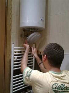 Сервиз за ремонт на бойлери Елдом и Дипломат по домовете в София. Смяна на термостат за бойлер Теси.