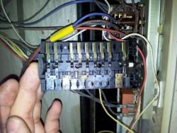 Сервиз за ремонт на печки по домовете в София. Електрически ключ за готварска печка Индезит Аристон.